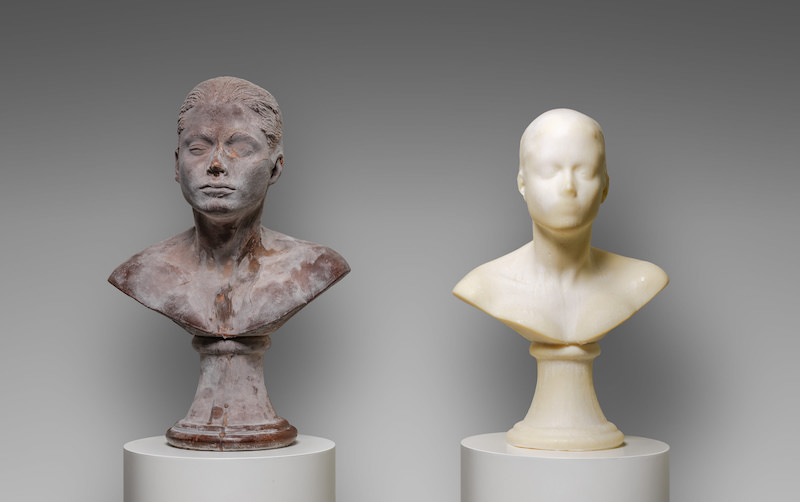 Janine Antoni, Lick and Lather, 1993–94. Chocolate and soap. Head I: 24 x 13 in. Head II: 16 x 13 in. Base: 45 x 13 in. Collection of Jill and Peter Kraus. © Janine Antoni; Courtesy of the artist and Luhring Augustine, New York